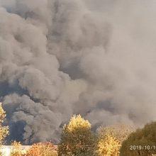 Nors gaisras Alytuje lokalizuotas, tačiau padangos dar smilksta