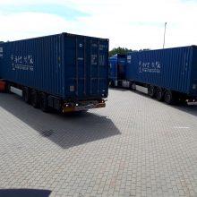 Du konteineriai apsauginių chalatų Lietuvą pasiekė traukiniu