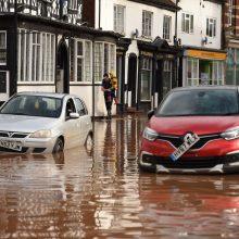 Jungtinėje Karalystėje siautėja audra: paskelbti griežti perspėjimai dėl potvynių