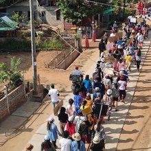 Mianmare chuntai tęsiant represijas, sukilėlių grupuotės išreiškė paramą protestuotojams