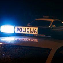 Nelaimė Rietave: automobilis pervažiavo ir mirtinai sužalojo ant kelio gulėjusį vyrą