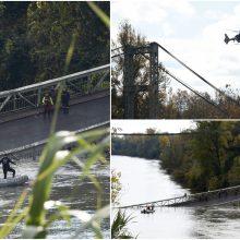 Prancūzijoje sugriuvo kabamasis tiltas: žuvo paauglė, dar kelių žmonių ieškoma