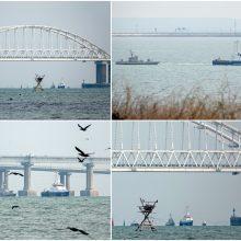 Rusija skelbia sugrąžinusi Ukrainai tris Kerčės sąsiauryje sulaikytus laivus