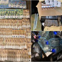 Stambus laimikis: sostinės garažuose policija aptiko kontrabandinių cigarečių, naminės degtinės