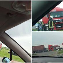 Klaipėdos rajone – vilkiko ir BMW avarija: prireikė medikų