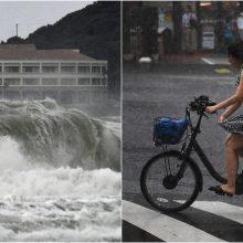 Japonijai smogė tropinė audra: evakuotis priversti 400 tūkst. žmonių