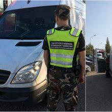 Pasieniečiai sulaikė į Lietuvą įvažiavusį įtartiną mikroautobusą