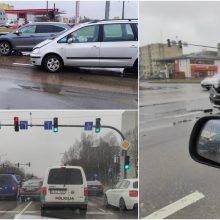 Fiksuoja skaitytojai: Pramonės prospekte – dvi avarijos, apgadinti keturi automobiliai