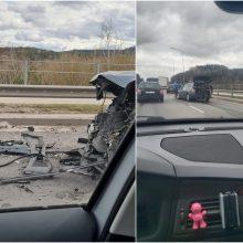 Judrioje sostinės gatvėje – dviejų automobilių avarija: prireikė medikų