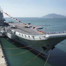 Kinijos savarankiškai pasistatytas lėktuvnešis išbandomas jūroje