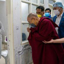 Dalai Lama pasiskiepijo nuo COVID-19 ir paragino kitus nedvejoti