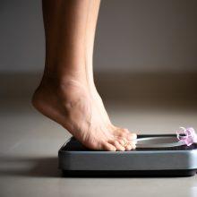Vaistininkas pataria: kaip sveikai atsikratyti per karantiną priaugtų kilogramų
