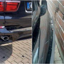 Kaunietė prašo pagalbos: apgadino BMW ir pabėgo iš įvykio vietos