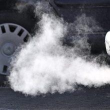 Elektromobilių atstovas: mokestis seniems ir taršiems automobiliams – privalomas