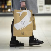 """Jau metai, kai """"Lidl"""" pirkėjai nebenaudoja vienkartinių plastikinių pirkinių maišelių"""