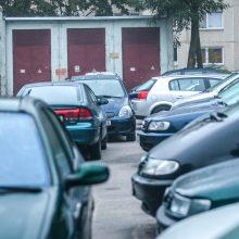 Automobilių – vis daugiau, bet kiemai – ne guminiai