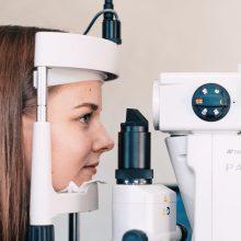 Kauno klinikų gydytojai padėjo Simonai išmokti gyventi su sunkia akių liga