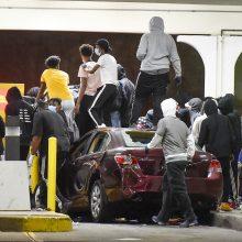 Protestų metu JAV nušautas devyniolikmetis