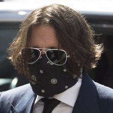 Advokatai: aktorius J. Deppas nemuša moterų