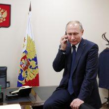 V. Putinas su A. Lukašenka telefonu aptarė naftos tiekimą Baltarusijai