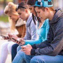 """Kaip mūsų vartojimo įpročius pakeitė """"Facebook"""" ir """"Google""""?"""