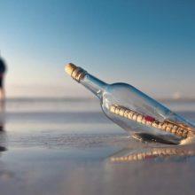 Devynmetis australas rado prieš 50 metų į jūrą išmestą laišką butelyje