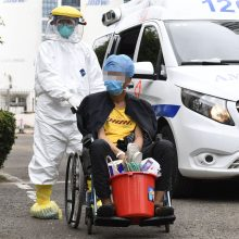 Kinija padės bendrovėms kovoti su koronavirusu – mažins pensijų ir draudimo išlaidas