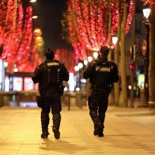 Prancūzija keliuose regionuose griežtina dėl koronaviruso įvestą komendanto valandą