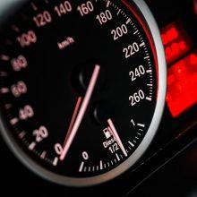 Vyriausybė nepritarė siūlymams apsunkinti profesionalių vairuotojų mokymą