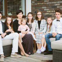 Šešis vaikus auginanti šeima atžalas moko pažinti savo tikėjimą ir kitas religijas