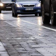 Keliasdešimties automobilių kolona Vilniaus gatvėse paminėjo Tarptautinę darbo dieną