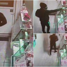 Planas apiplėšti parduotuvę neišdegė: ginklo nepabūgusi pardavėja išgąsdino patį užpuoliką