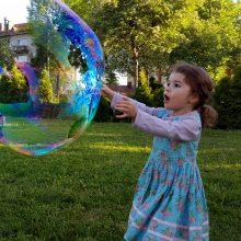 Muilo burbulų pūtimas – neapsakomai teigiama emocija