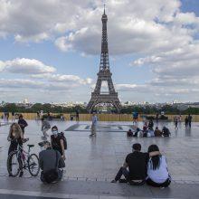 Prancūzijoje atsidarys kavinės, bus panaikinti vietinių kelionių suvaržymai
