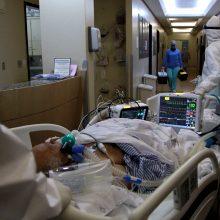 COVID-19 aukų skaičius pasaulyje viršijo 800 tūkst., užsikrėtusiųjų – 23 mln.