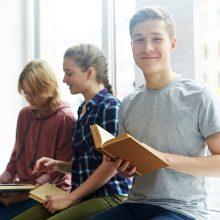 Literatūros specialistai ragina atsisakyti privalomų kūrinių sąrašo 5–8 klasėms