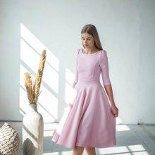Plazdančios suknelės – odė moteriškumui