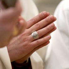 Įvardijo, kodėl besirenkančių kunigystę mažėja