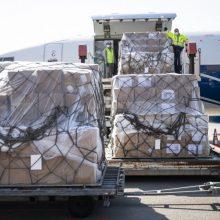Kaune leisis antrasis lėktuvas su apsaugos priemonėmis medikams