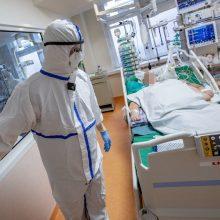 Medikai nepatenkinti: priedai už darbą su COVID-19 pacientais – per maži