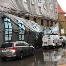 Žydų ligoninės tentas – vėl pavojingai plaikstomas vėjo