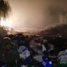 Gaisras šiukšlių karalystėje: keliasdešimt Kauno ugniagesių jį gesino pusketvirtos valandos