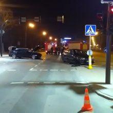 """Gal matėte BMW ir """"Volkswagen Golf"""" avariją miesto centre? <span style=color:red;>(ieškomi liudininkai)</span>"""