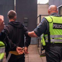 Prie sostinės baro du girti vyrai pasipriešino pareigūnams