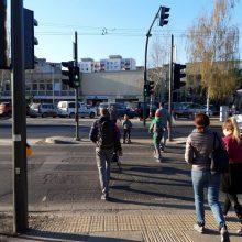 Kodėl pėstiesiems pereiti gatvę skirta tik 16 sekundžių?