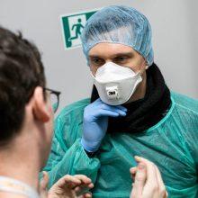 Ministerija: apsaugos priemonėmis pirmiausia turėtų pasirūpinti pačios gydymo įstaigos