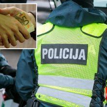 Nuo tarnybos nušalinti trys Kauno pareigūnai: įtaria, kad iš vairuotojo paėmė kyšį