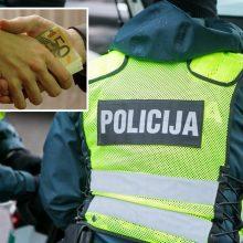 Kaune tarnybos metu sulaikyti du policijos pareigūnai: įtariama, kad paėmė kyšį