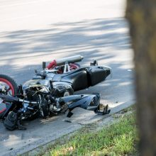 Tragedija Varėnos rajone: motociklas mirtinai partrenkė senjorę
