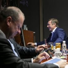 """Seimo rinkimai: suskaičiavus pusės mažų apylinkių duomenis, pirmauja """"valstiečiai"""""""